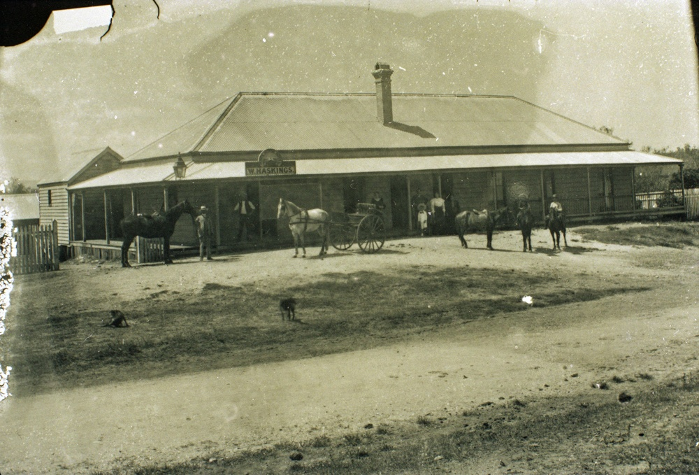 Racehorse Hotel, 246 Brisbane Road, Booval, Ipswich, ca. 1907 - Image courtesy of Picture Ipswich